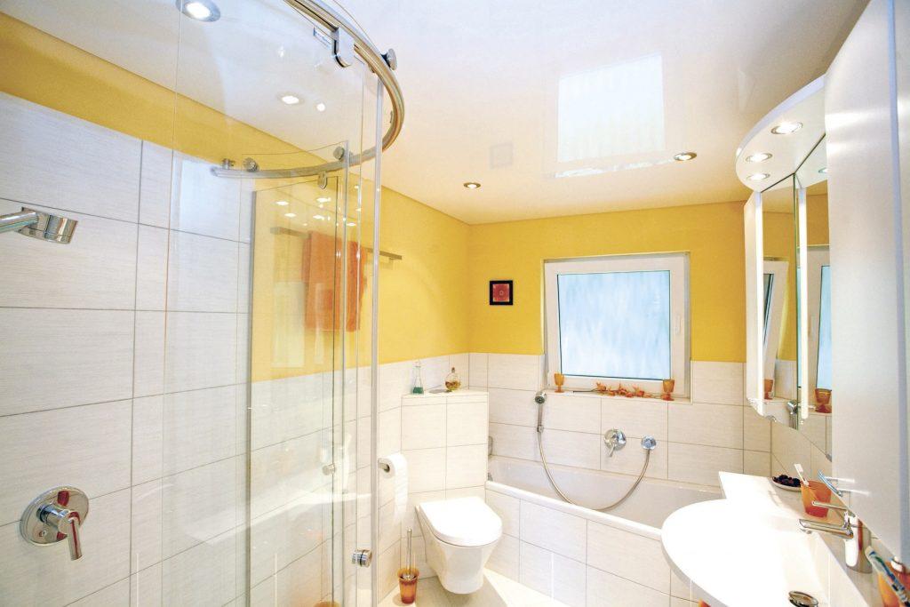 Как сделать потолок в маленькой ванной