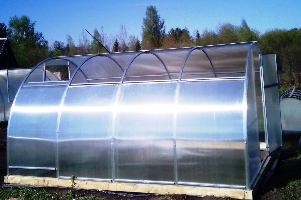 Теплицы из поликарбоната с раздвижной крышей своими руками 27